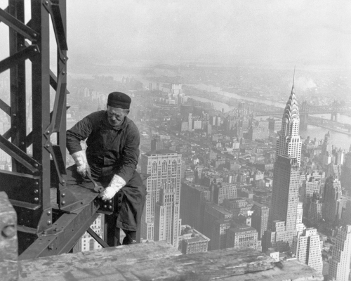 """Empire State Building Construction Worker (1930 or 1931). Even no have consider about  """"health & safety"""" issues..."""